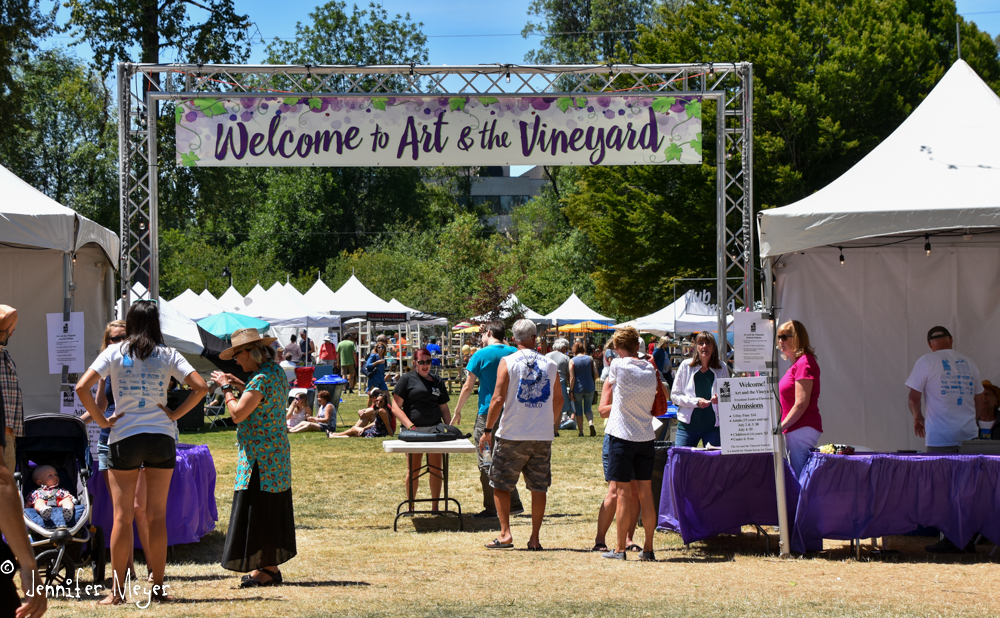In the afternoon, we went to Art and the Vineyard.