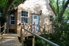 The treehouse that Beth and Don rented.